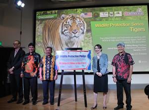ki-ka- perwakilan konsul AS Medan, MS Sembiring KEHATI, Raffles B Panjaitan, Kristen Bauer, Ketut Sarjana Putra