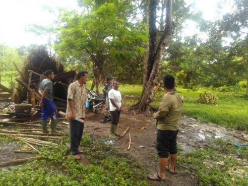Gubuk kebun masyarakat yang dirusak gajah di Gampong Baroh, Aceh Jaya.